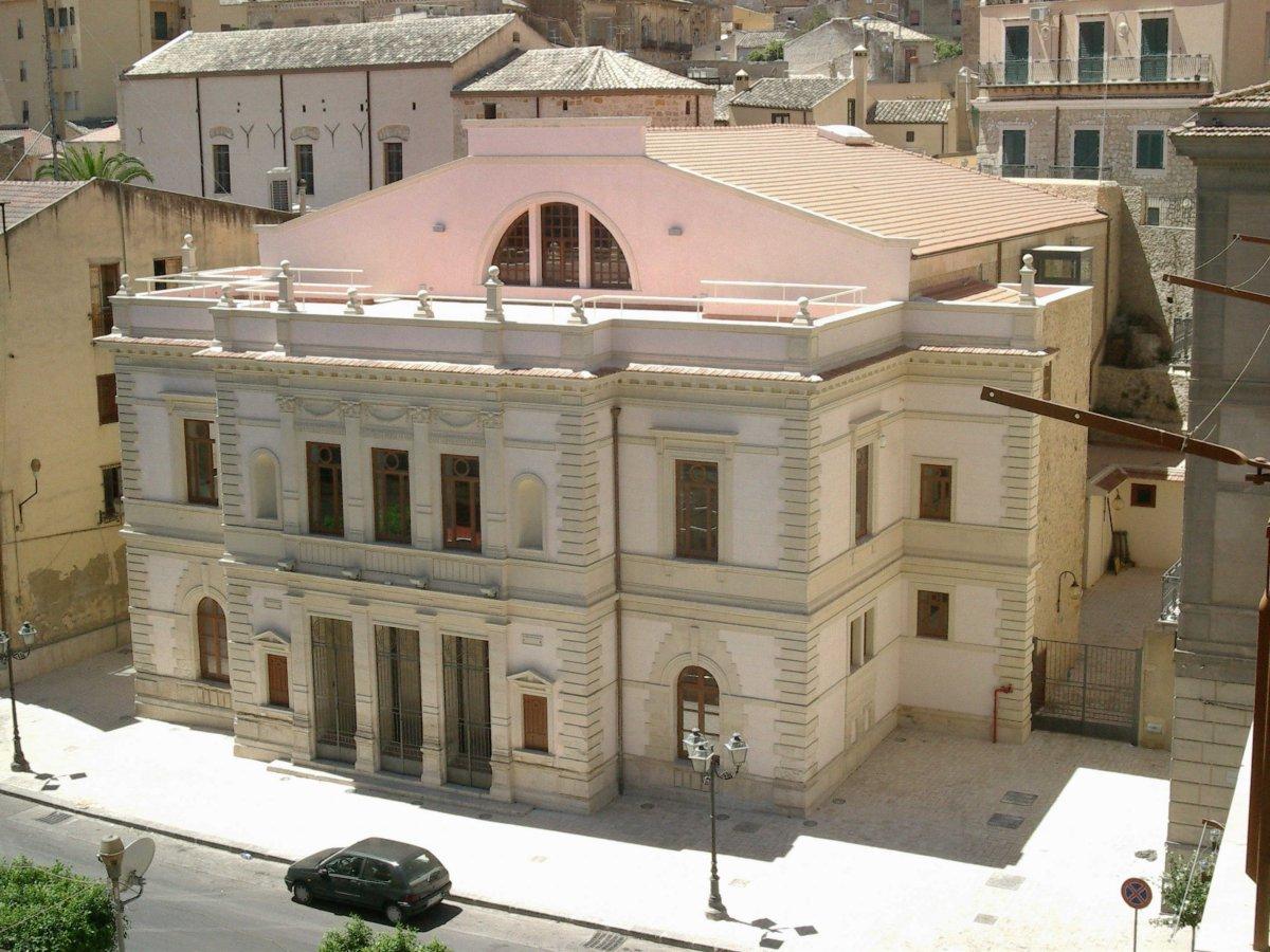 Teatro sociale restaurato.jpg
