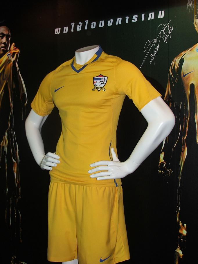 File thailand national football team home kit 2009 10 jpg wikimedia