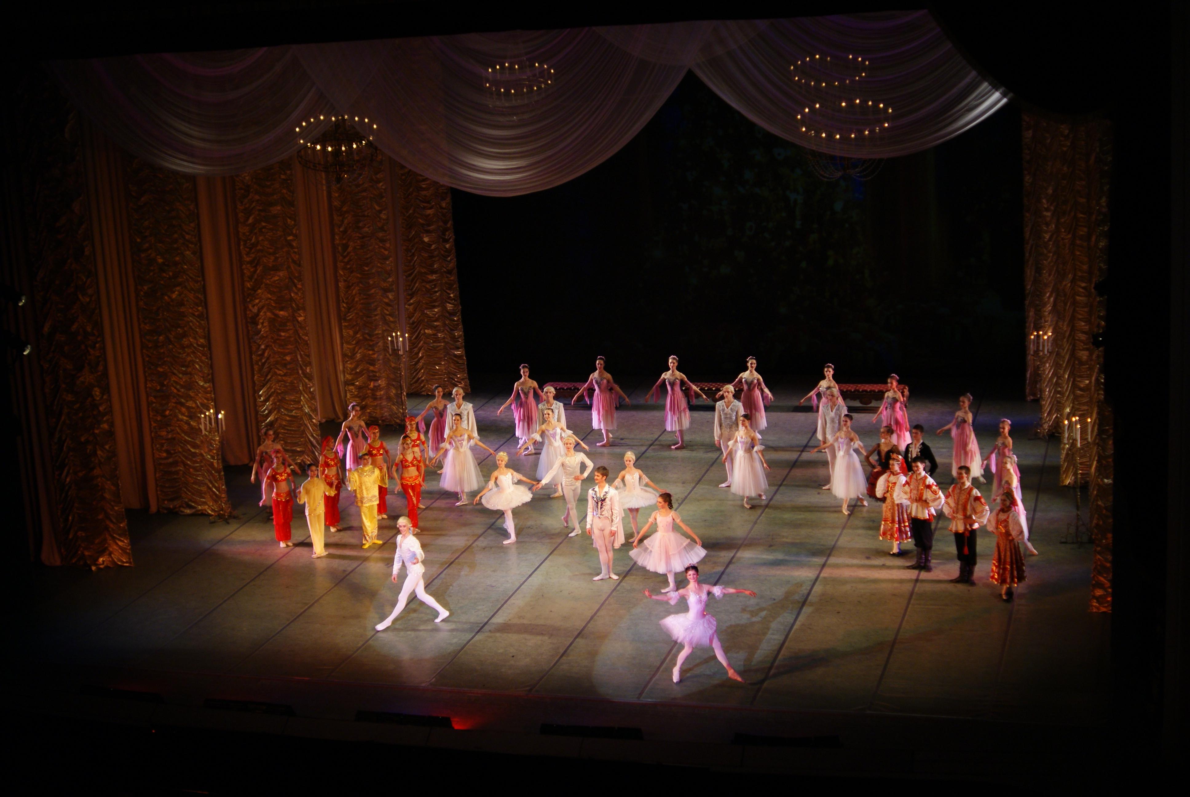 The Nutcracker Ballet Step-Into-Reading, Step 3