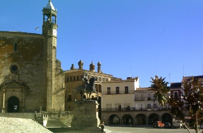 Plaza mayor de trujillo c ceres sitios de espa a for Oficina turismo trujillo