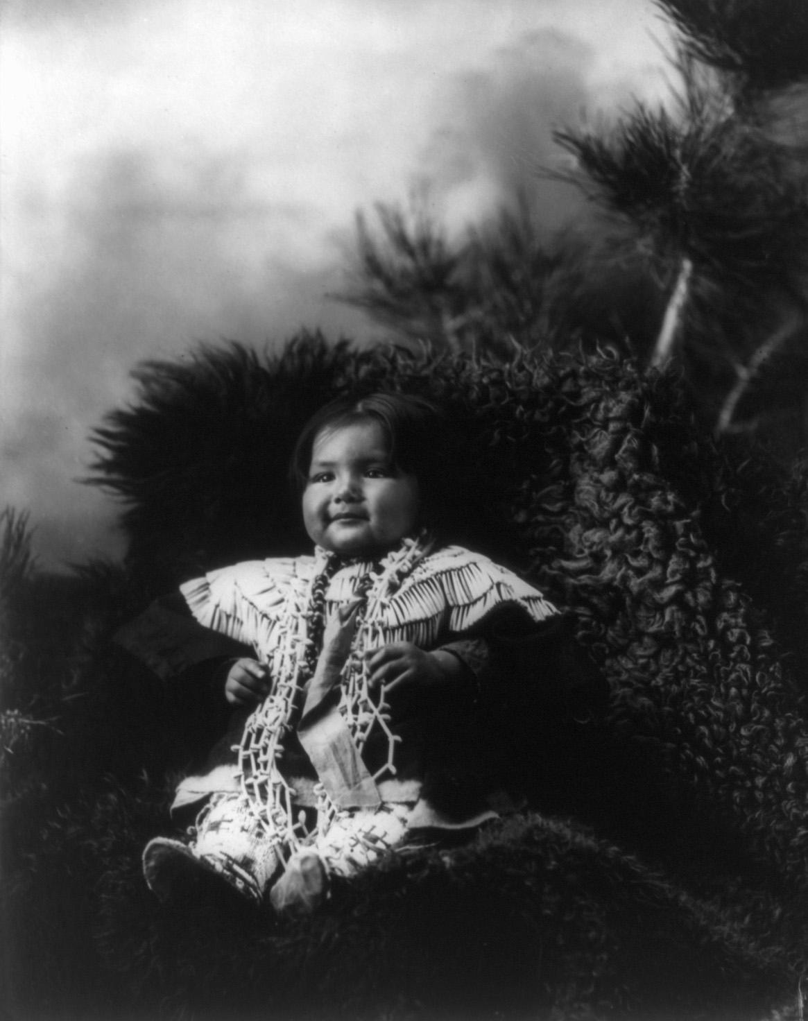 File:Two Shawl, Dakota Sioux girl, by Heyn & Matzen, 1900