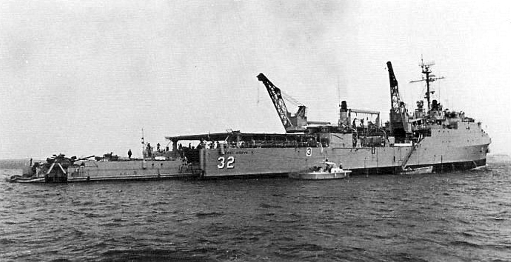 file uss spiegel grove lsd 32 with landing craft in wikimedia commons. Black Bedroom Furniture Sets. Home Design Ideas