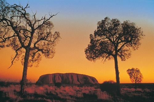 http://upload.wikimedia.org/wikipedia/commons/f/f3/Uluru_sunset1141.jpg