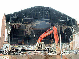 Uptown Theatre Toronto collapse during demolition 2003.jpg