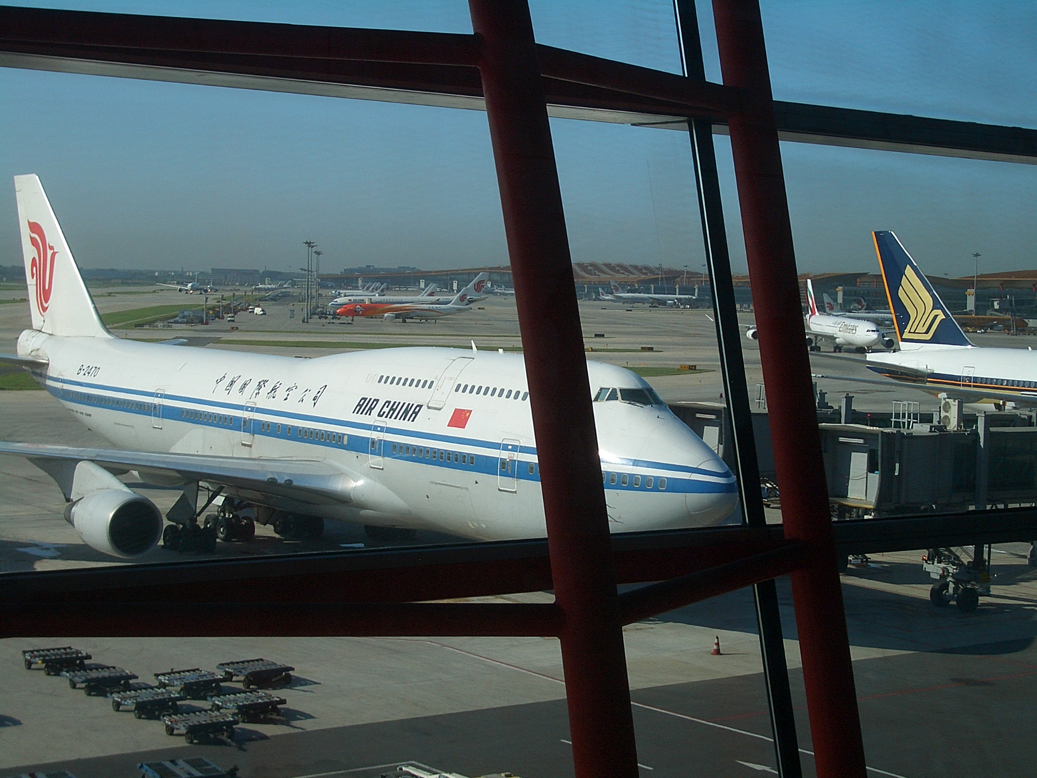 VM Beijing Airport Air China Boeing-747 4344.jpg