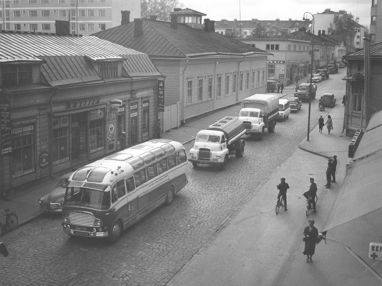 File:1950's Bedford Sales Caravan in Jyväskylä, Finland ...