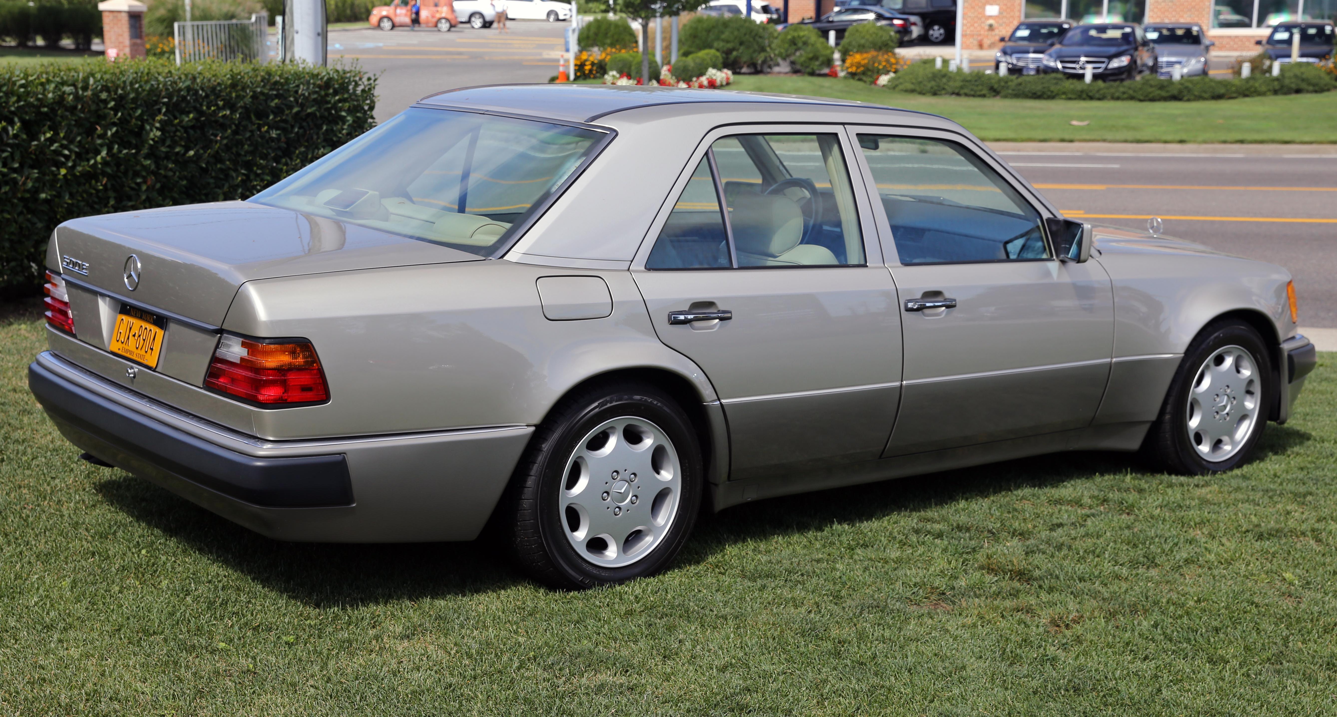 File 1992 mercedes benz 500e rear for Mercedes benz 500 e