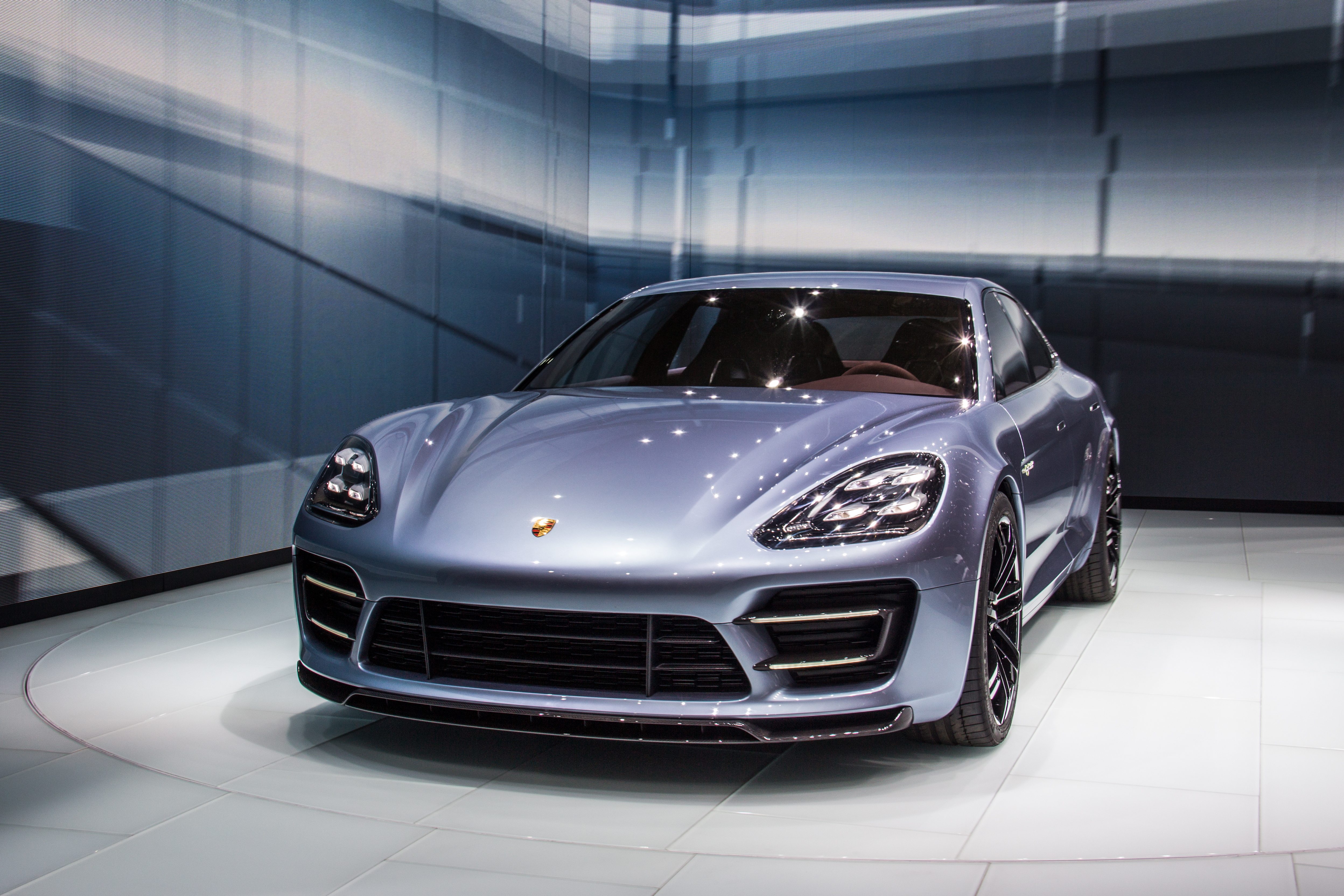 Description 2012 Porsche Panamera Sport Turismo e-hybrid (8105019027 ...