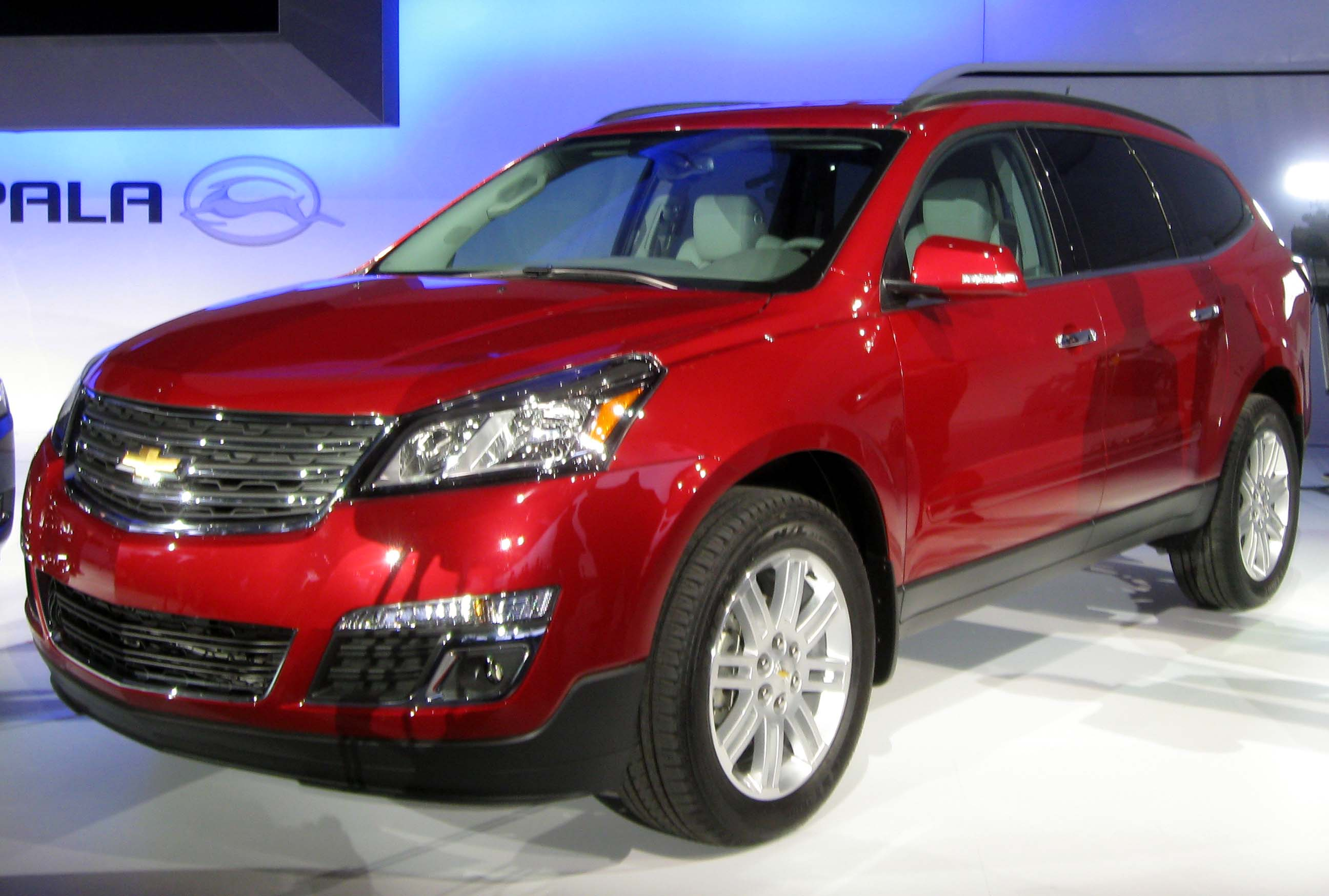 File:2013 Chevrolet Traverse LTZ -- 2012 NYIAS 2.JPG - Wikipedia, the ...
