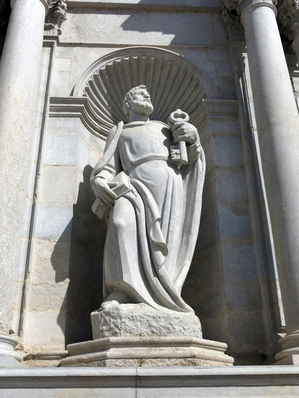 File:274 Sant Pere, a la façana de la Catedral de Girona.JPG - Wikimedia Commons