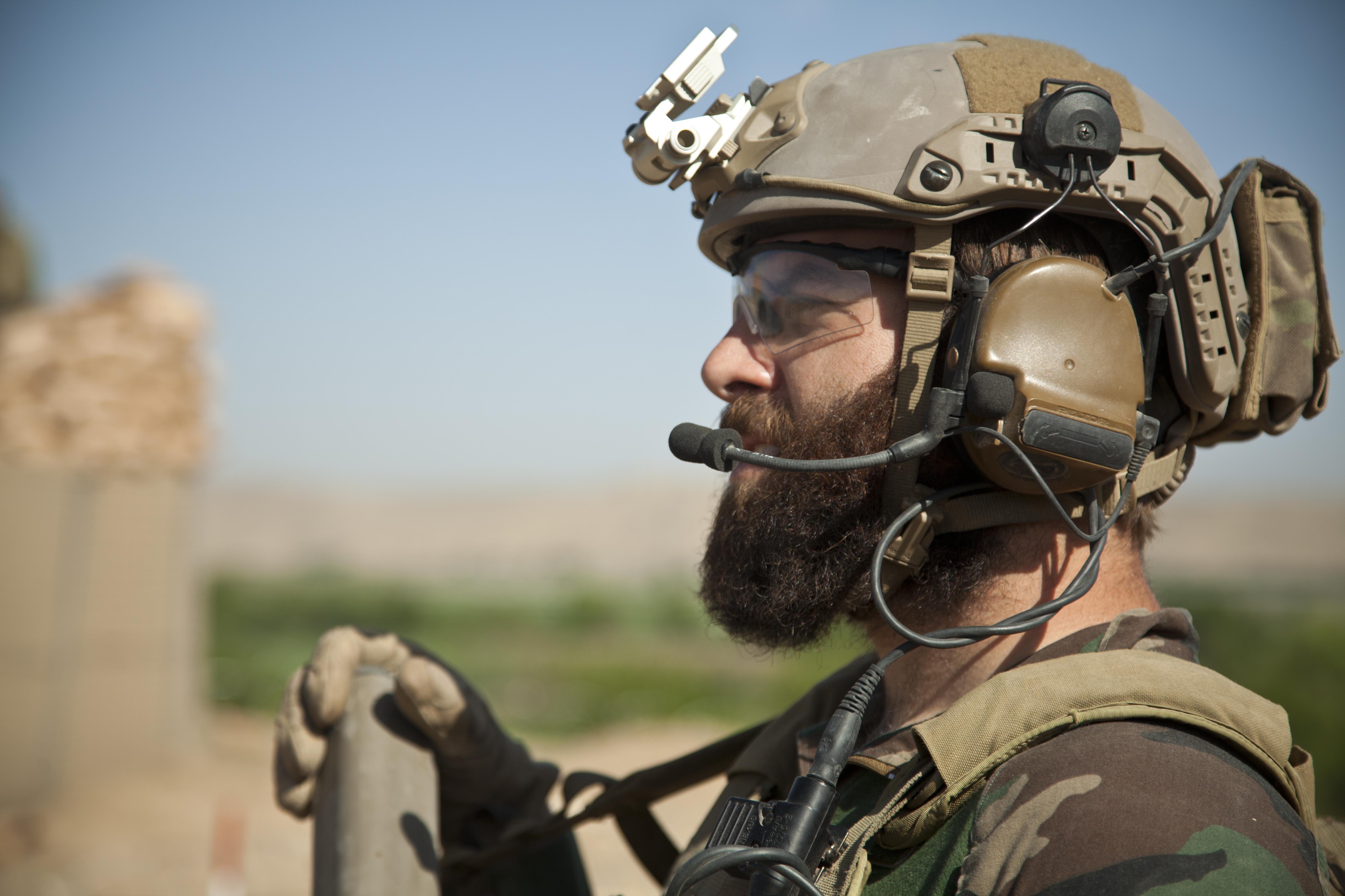 ファイル a u s special operations marine provides security for