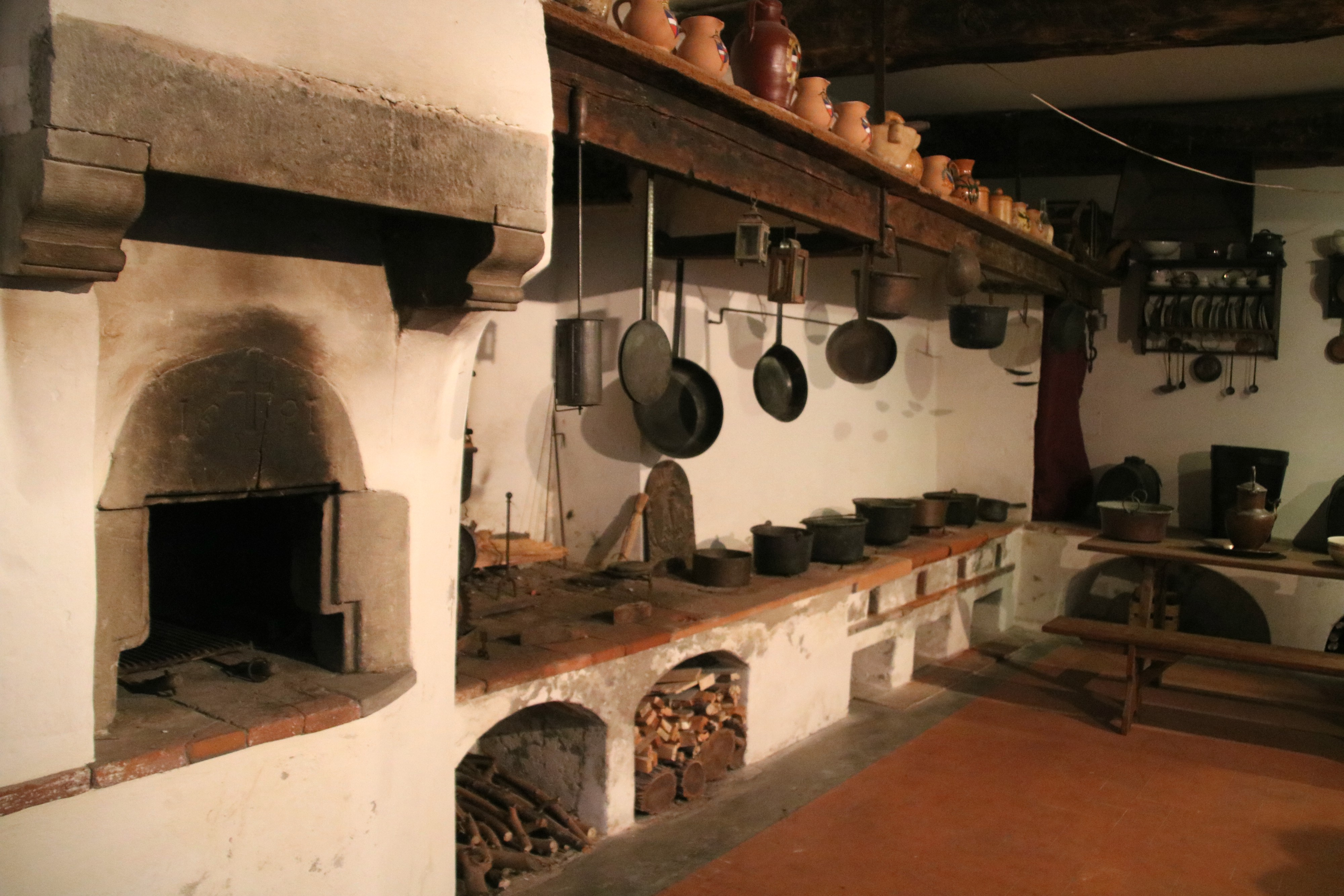 File:Bagni di Lucca, Villa Webb, vecchia cucina 03.jpg ...