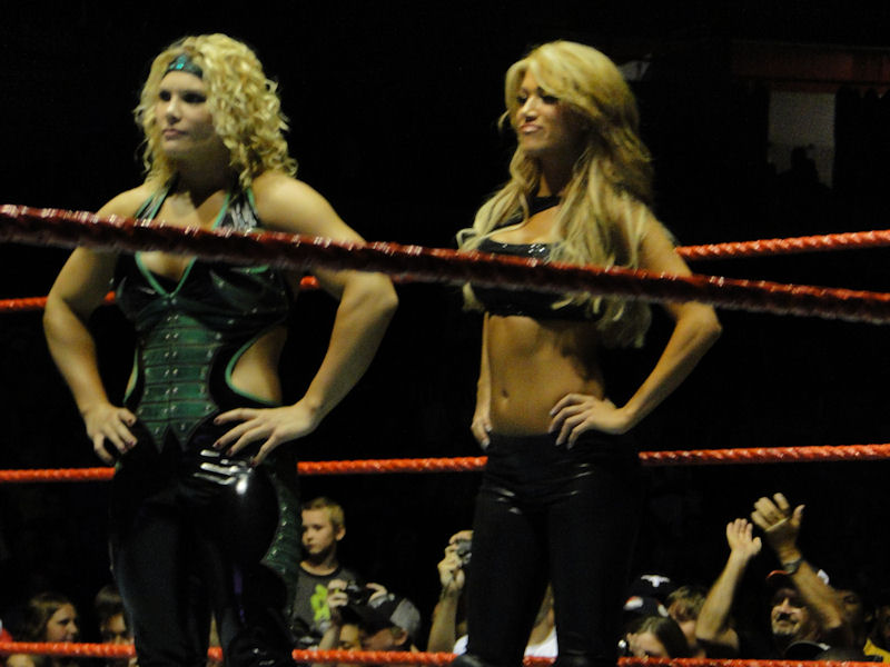 File:Beth Phoenix and Rosa Mendes.jpg