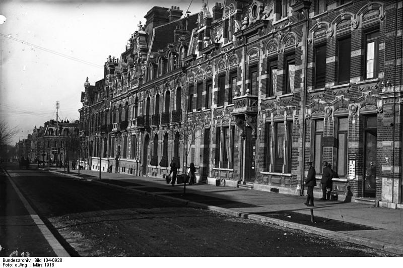 Cambrai, Bundesarchiv, Bild 104-0928 / CC-BY-SA 3.0 [CC BY-SA 3.0 de (https://creativecommons.org/licenses/by-sa/3.0/de/deed.en)], via Wikimedia Commons