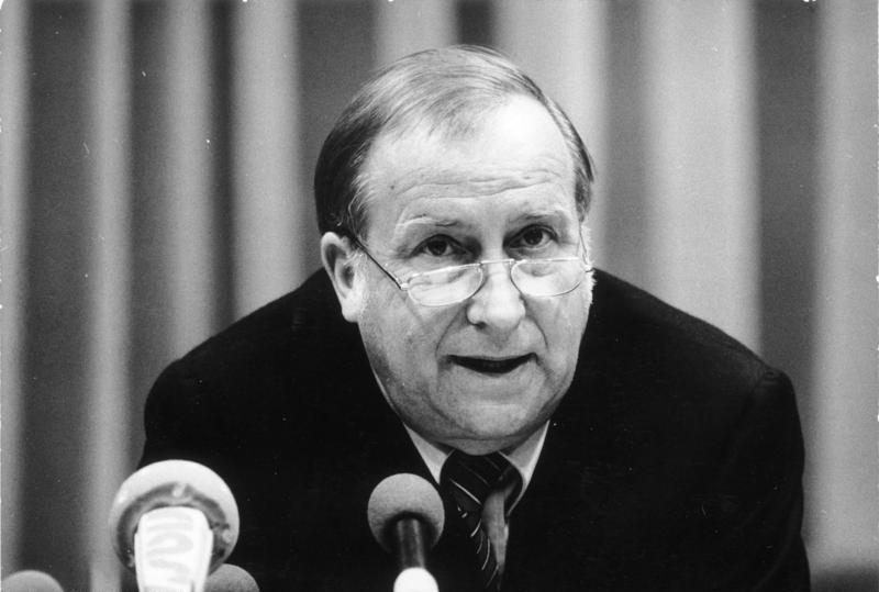 File:Bundesarchiv Bild 183-1990-0821-025, Detlev Rohwedder, Präsident der Treuhandanstalt.jpg