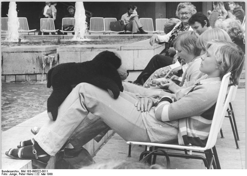 Bundesarchiv Bild 183-W0522-0011, Berlin, Brunnen am Fernsehturm