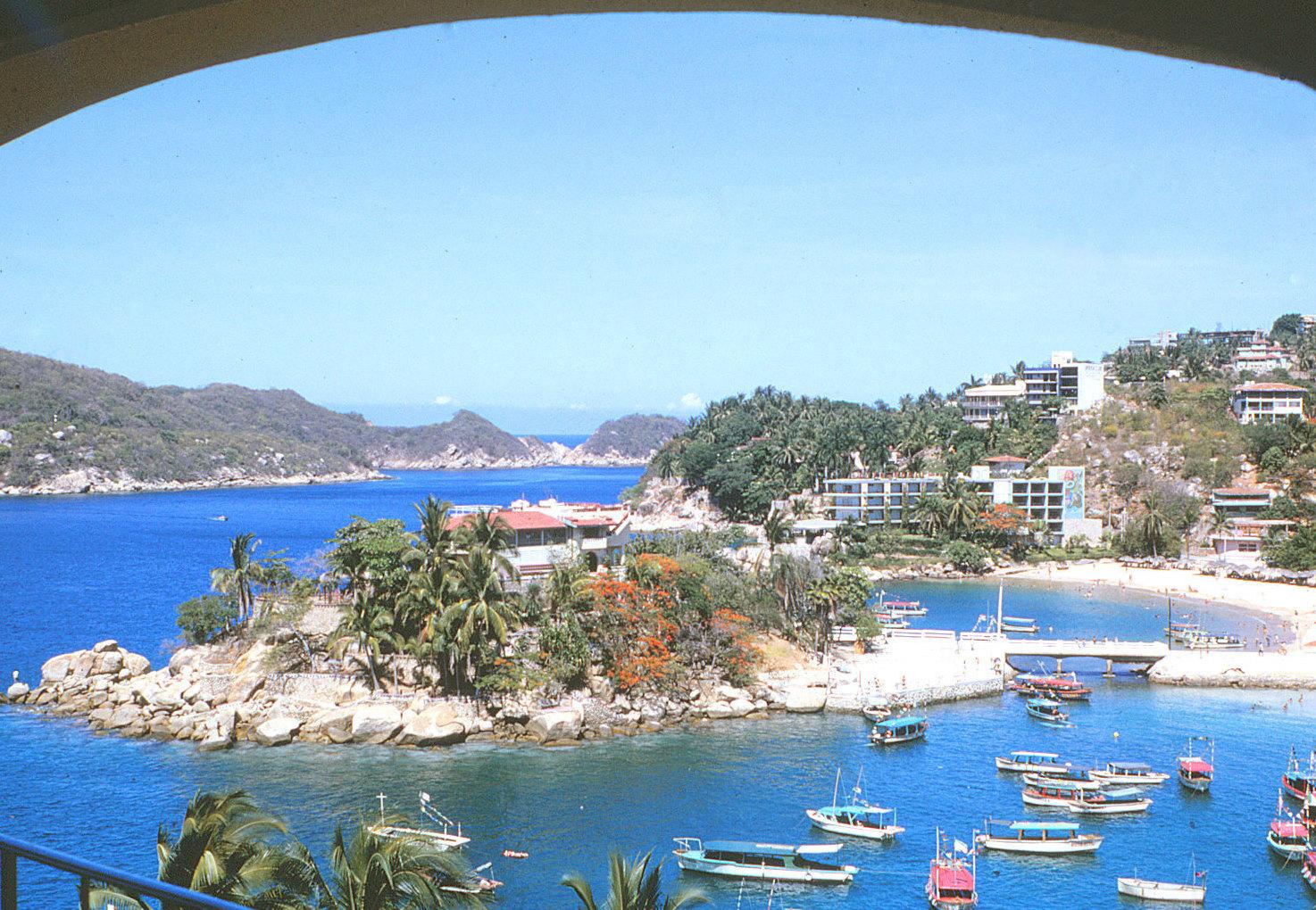Acapulco Mexico  City new picture : Description Caleta Beach in Acapulco, Mexico 1966