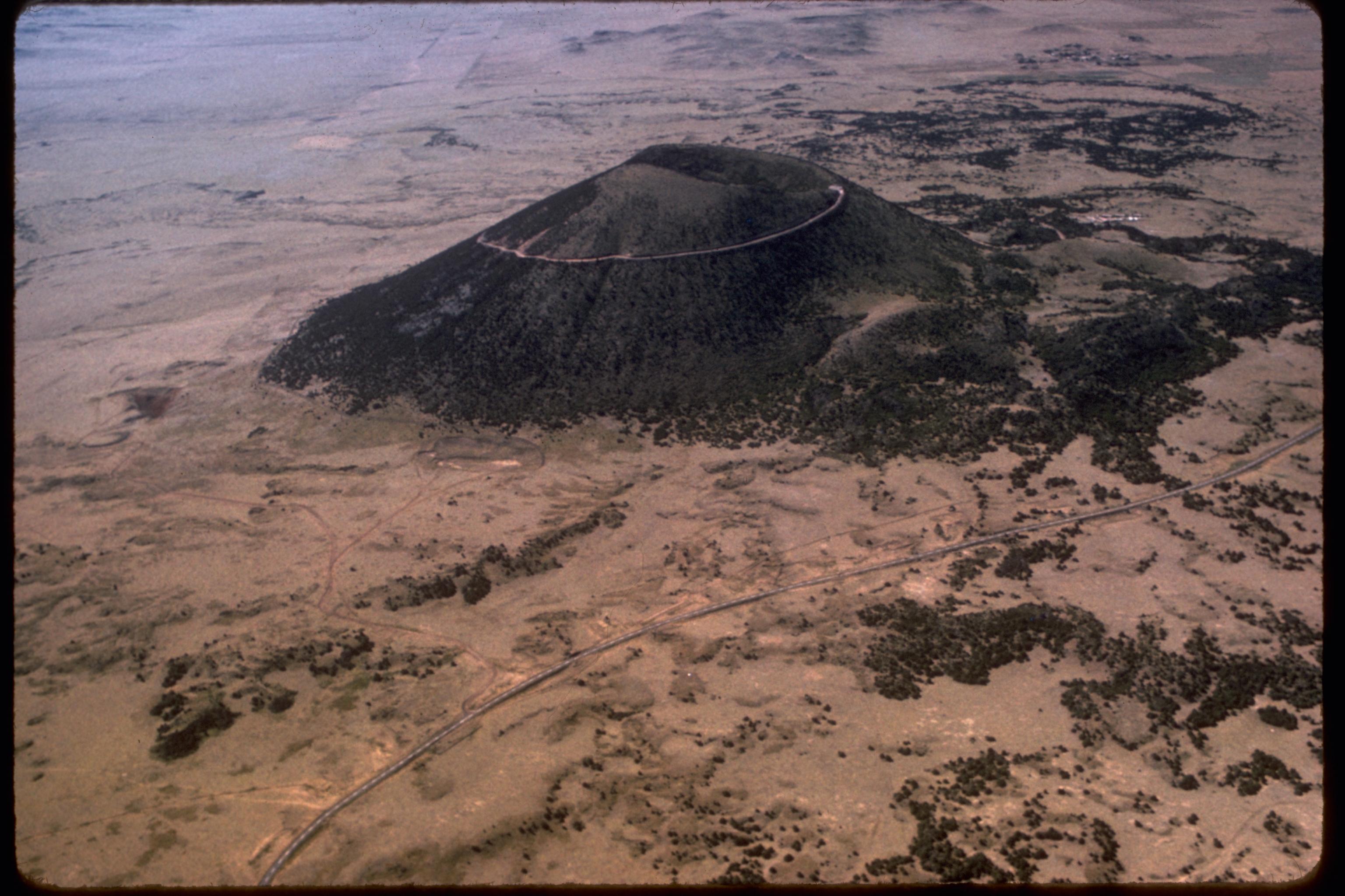 File:Capulin Volcano National Park CAVO1268.jpg - Wikimedia Commons: commons.wikimedia.org/wiki/file:capulin_volcano_national_park...
