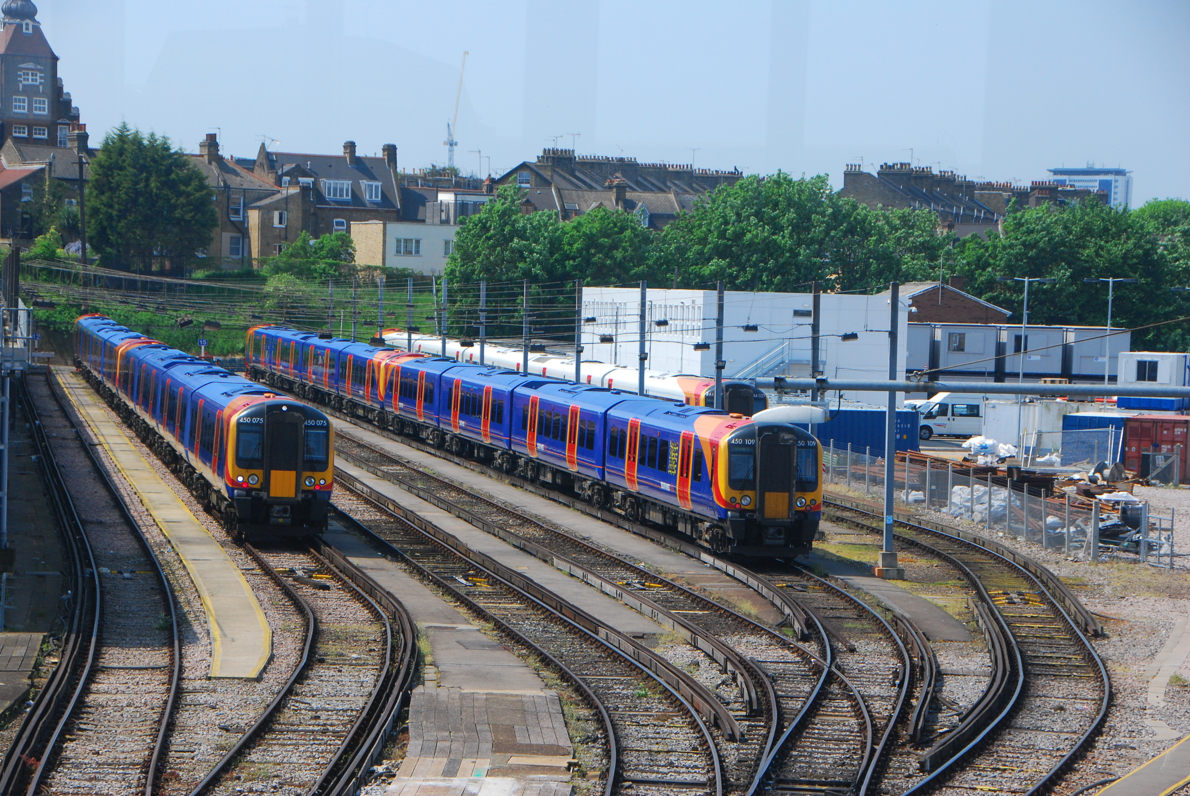 http://upload.wikimedia.org/wikipedia/commons/f/f4/Class450-ClaphamJunction-20080513.JPG