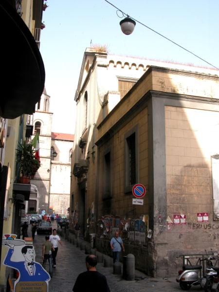 Croce di Lucca, Naples