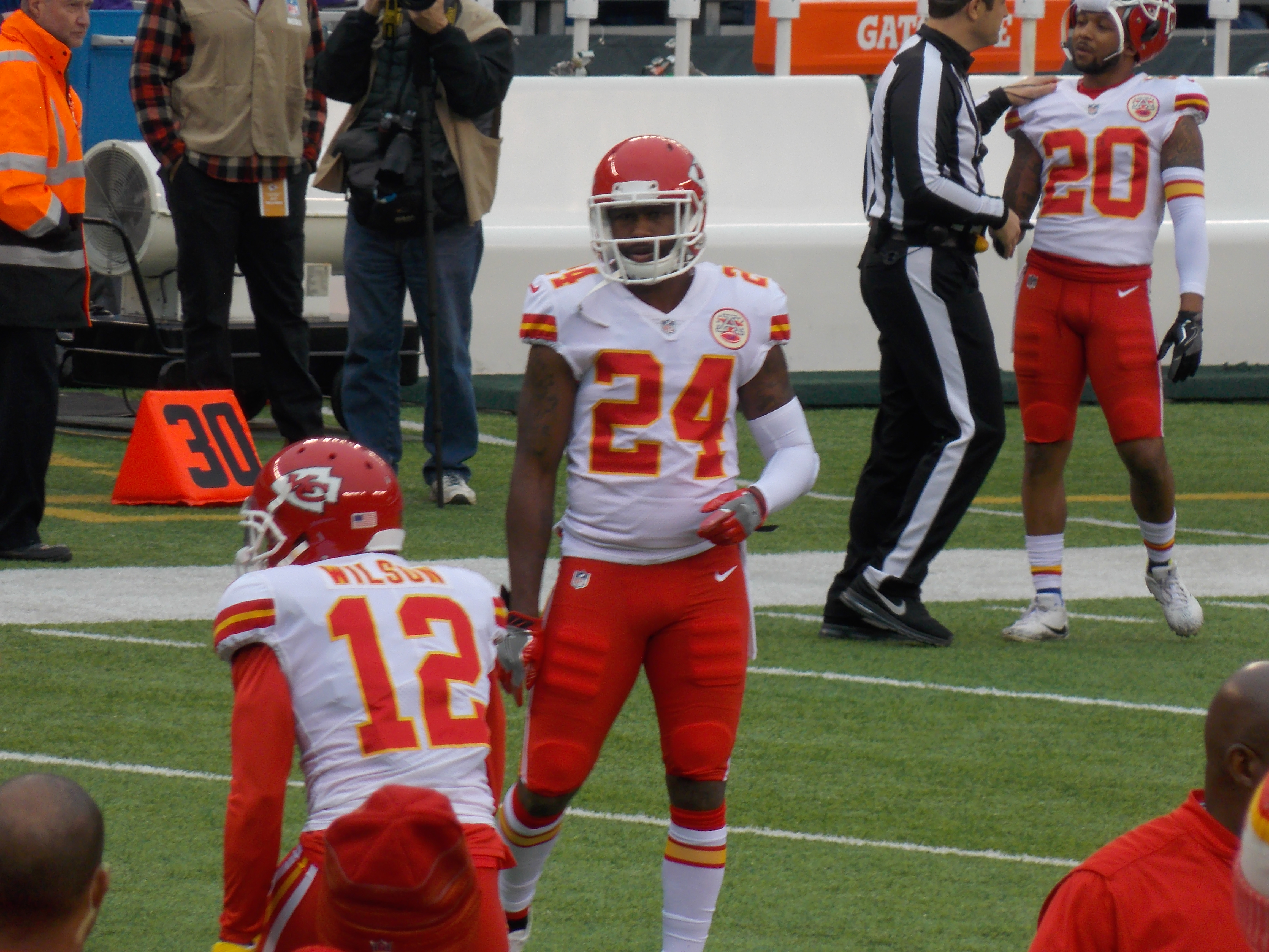 cfc5a930a747 Fișier Darrelle Revis  first game with the Chiefs 12-3-2017.jpg ...