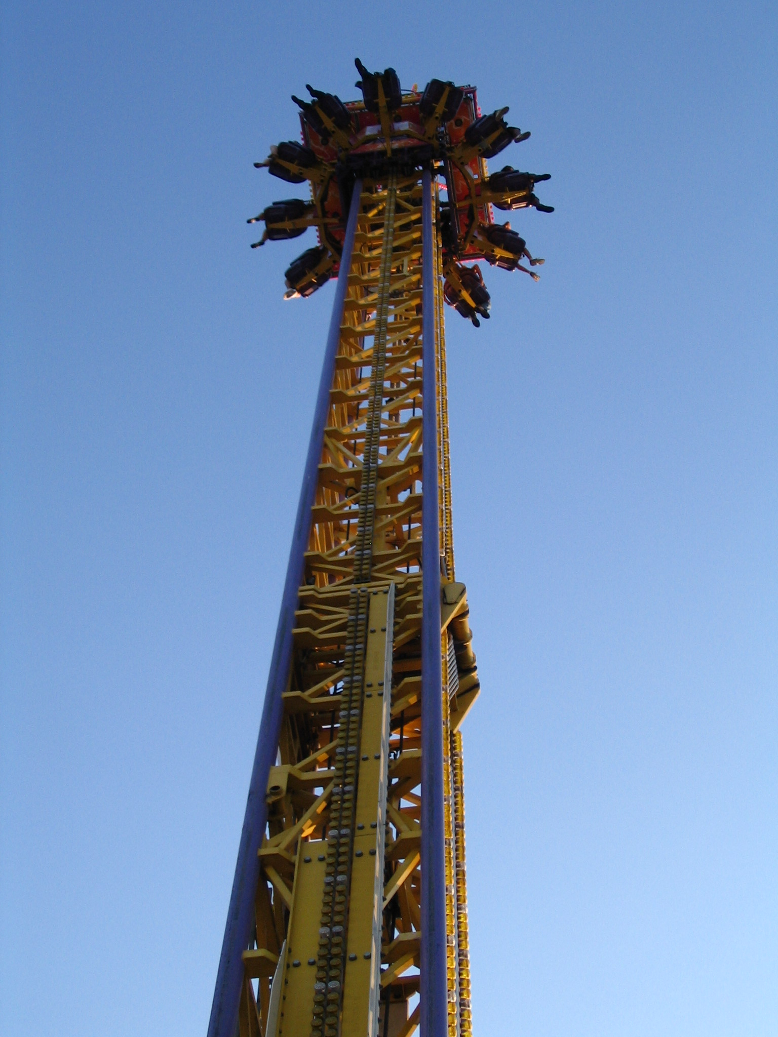 File:Drop tower at the CNE, September 2009.jpg