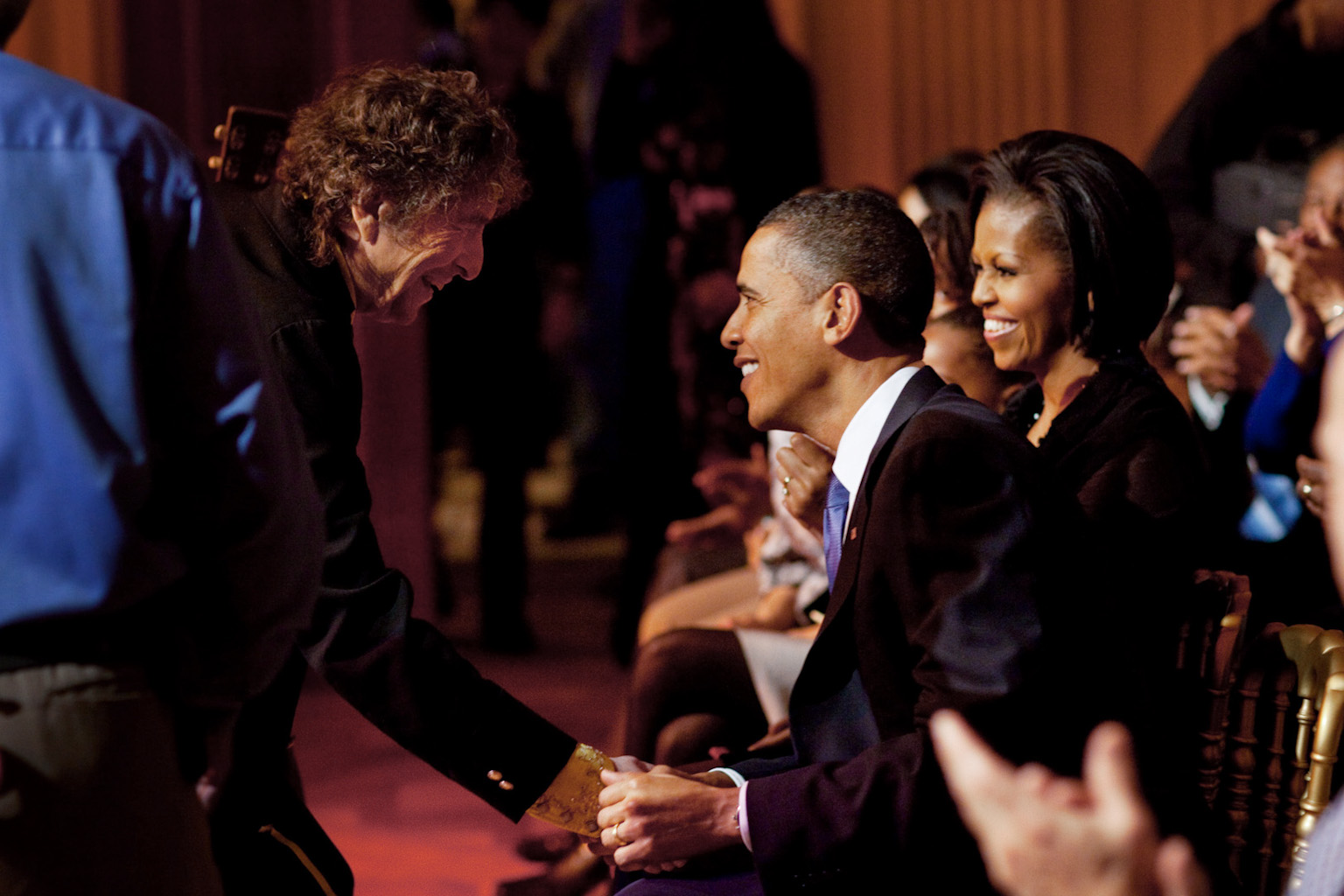 Dylan saluda al Presidente de los Estados Unidos Barack Obama tras una actuación en la Casa Blanca para celebrar la música del movimiento por los derechos civiles, el 9 de febrero de 2010.