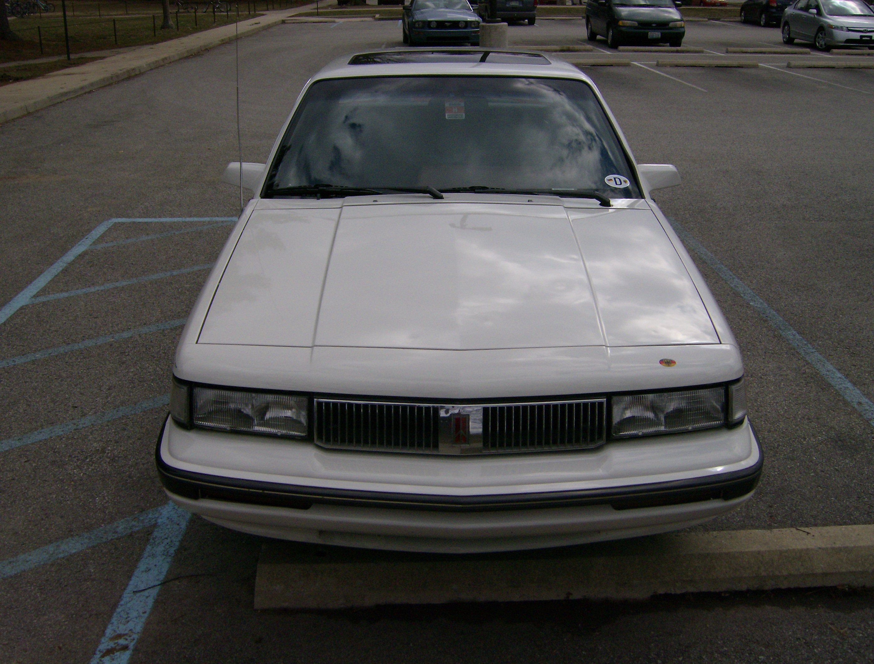 File:Front 1990 Oldsmobile Cutlass Ciera.jpg - Wikimedia Commons