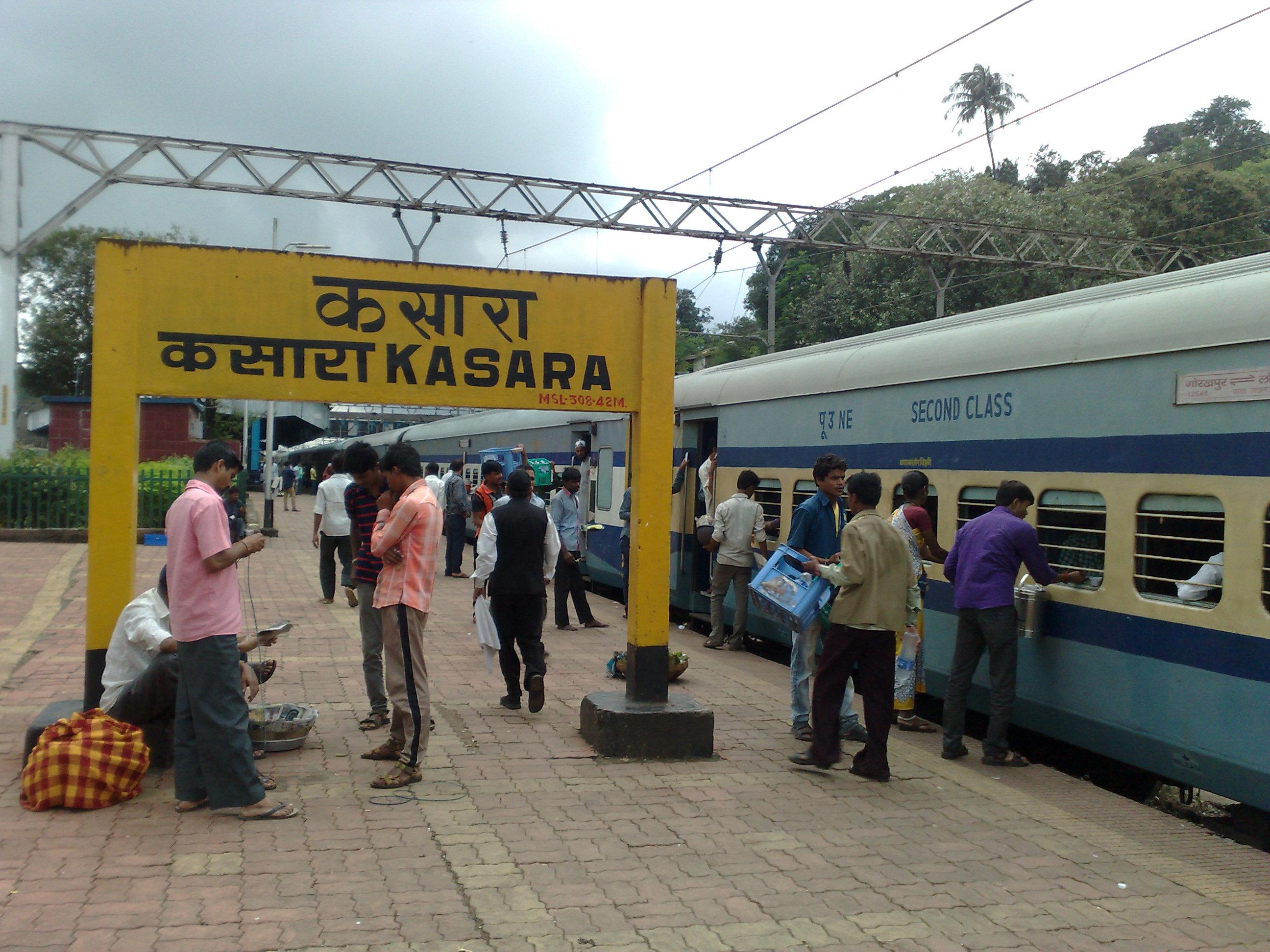 gorakhpur lokmanya tilak terminus superfast express at kasara.jpg