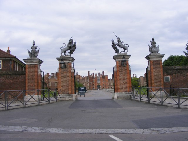 Hampton Court Gate - geograph.org.uk - 1335417