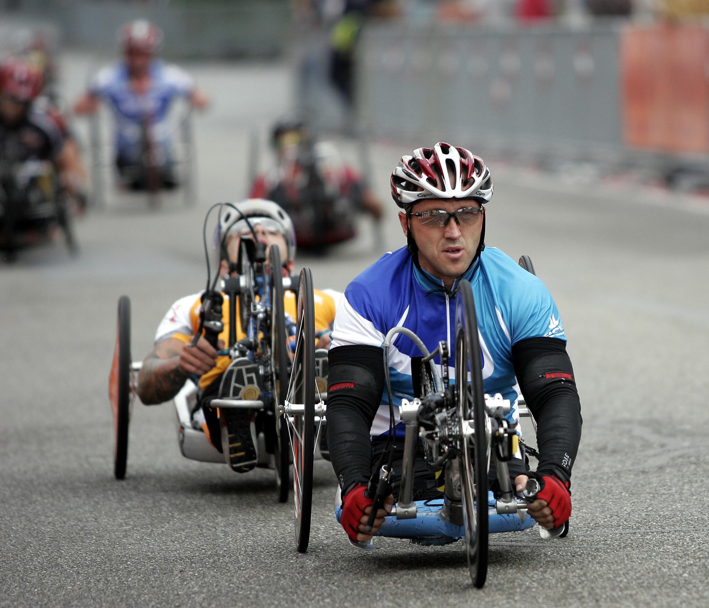 Bicicletta per persone con disabilit versioni speciali for Bicicletta per tre persone
