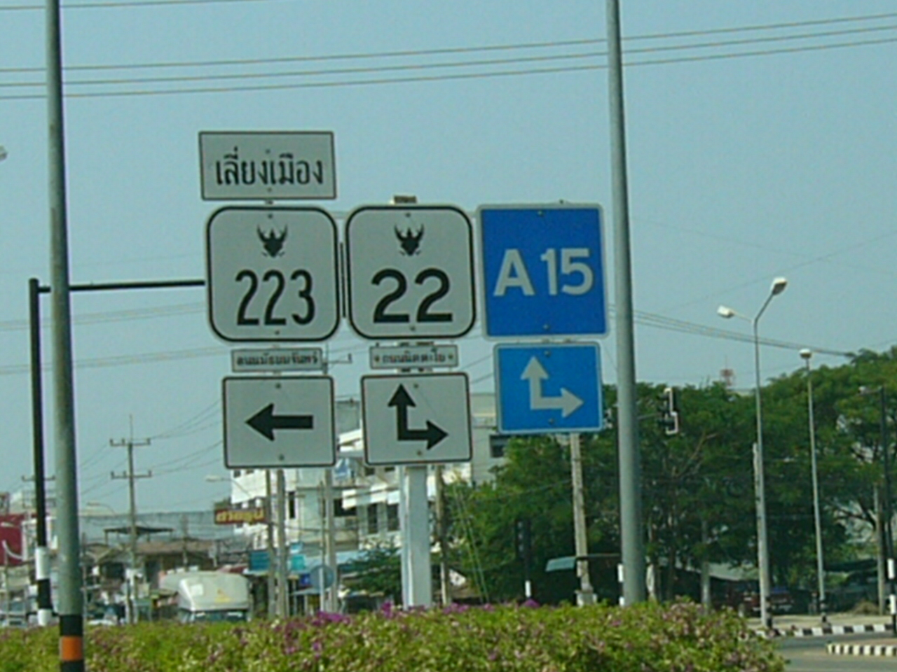 File:Highway Road signs in Thailand.JPG - Wikimedia Commons