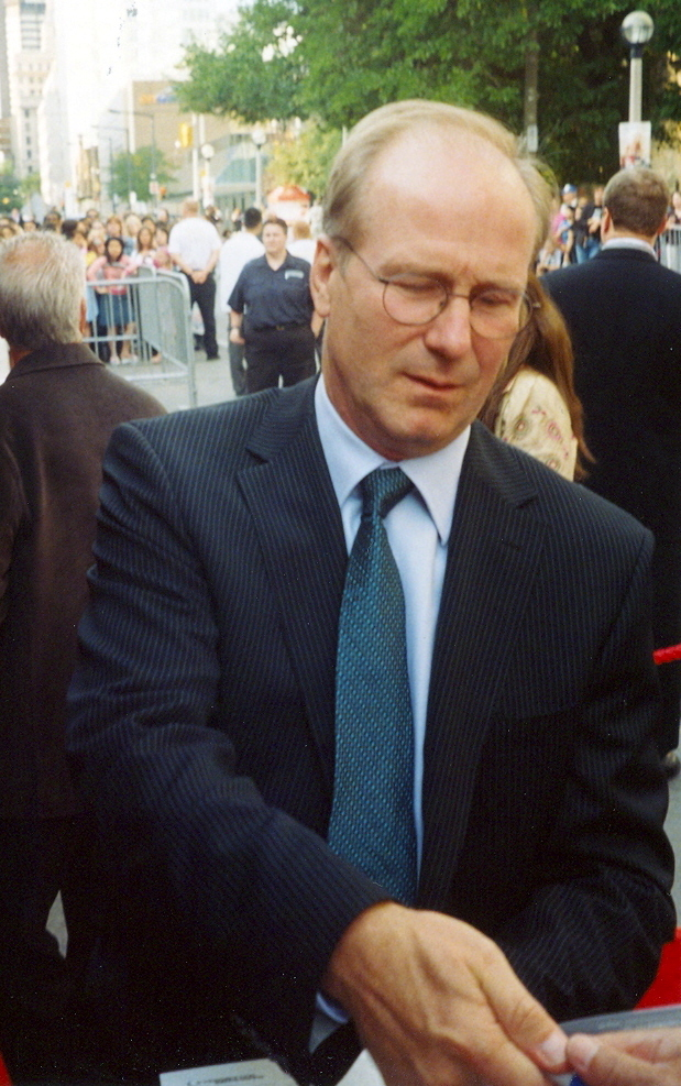 Hurt signing autographs at the 2005 [[Toronto International Film Festival]]