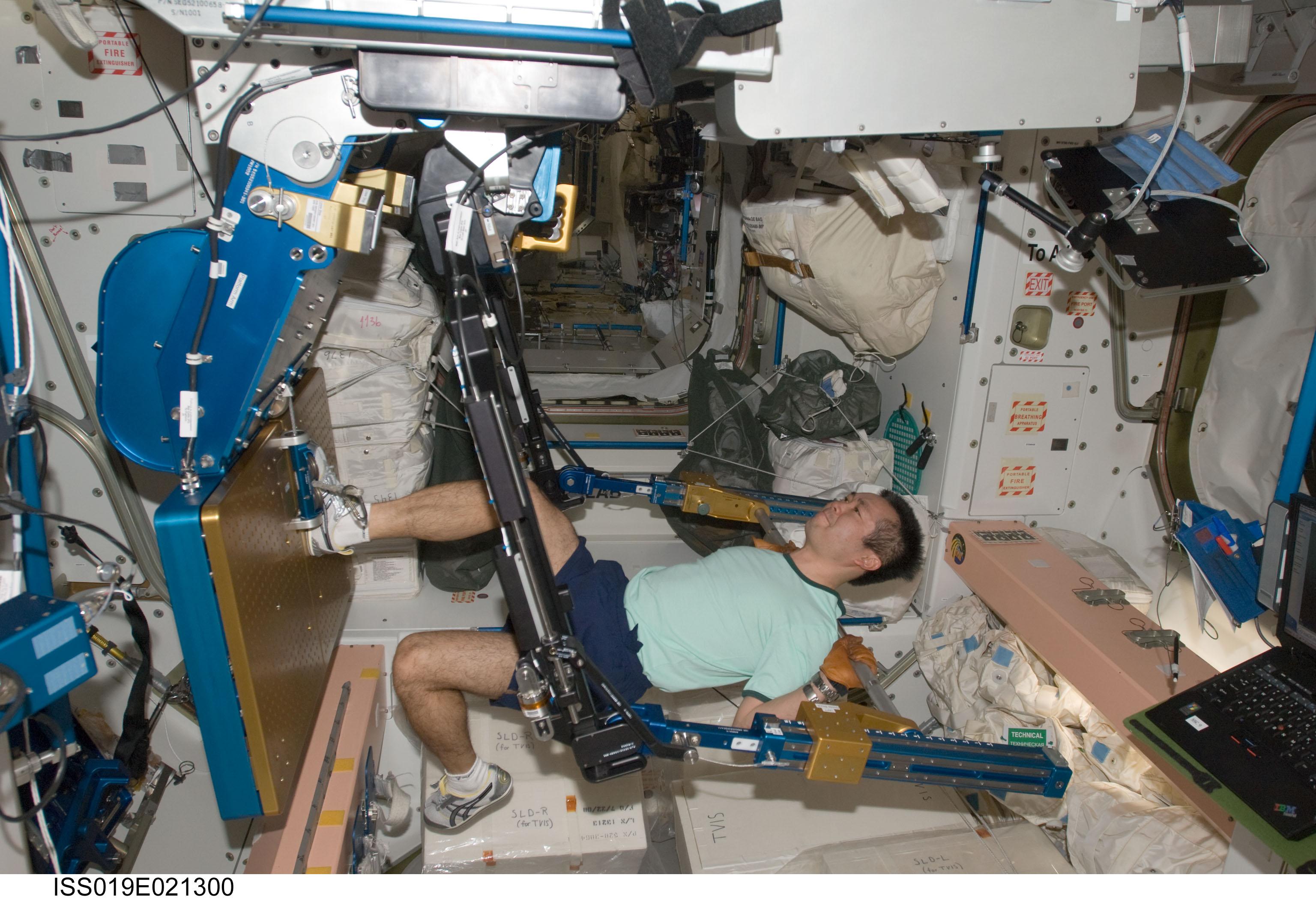 astronauts sleeping compartment - photo #16