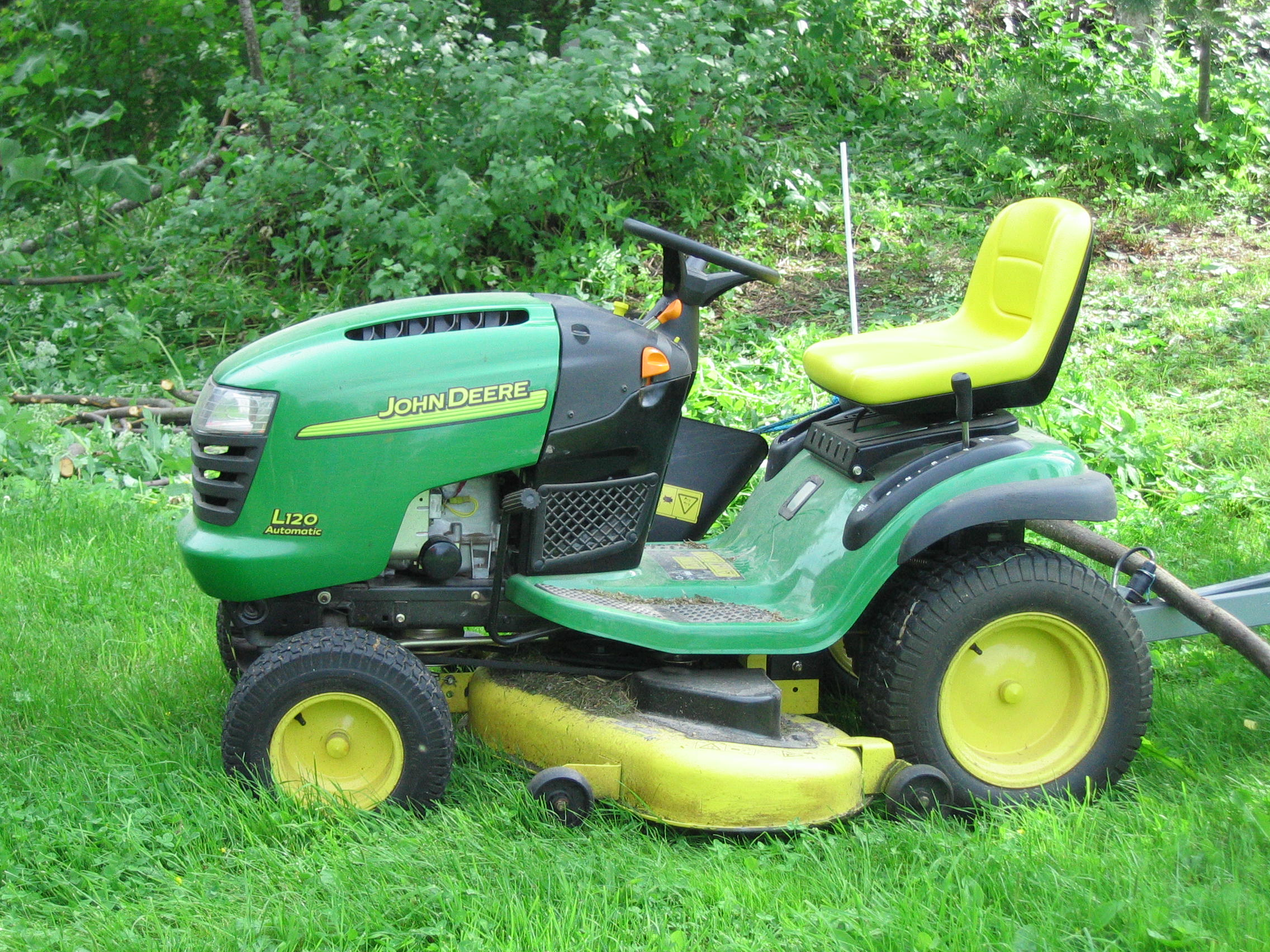 Description John Deere lawn mower.JPG