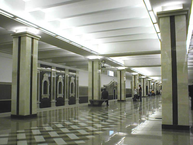 http://upload.wikimedia.org/wikipedia/commons/f/f4/Kazan_Metro_Sukonnaya_Sloboda_Station.jpg