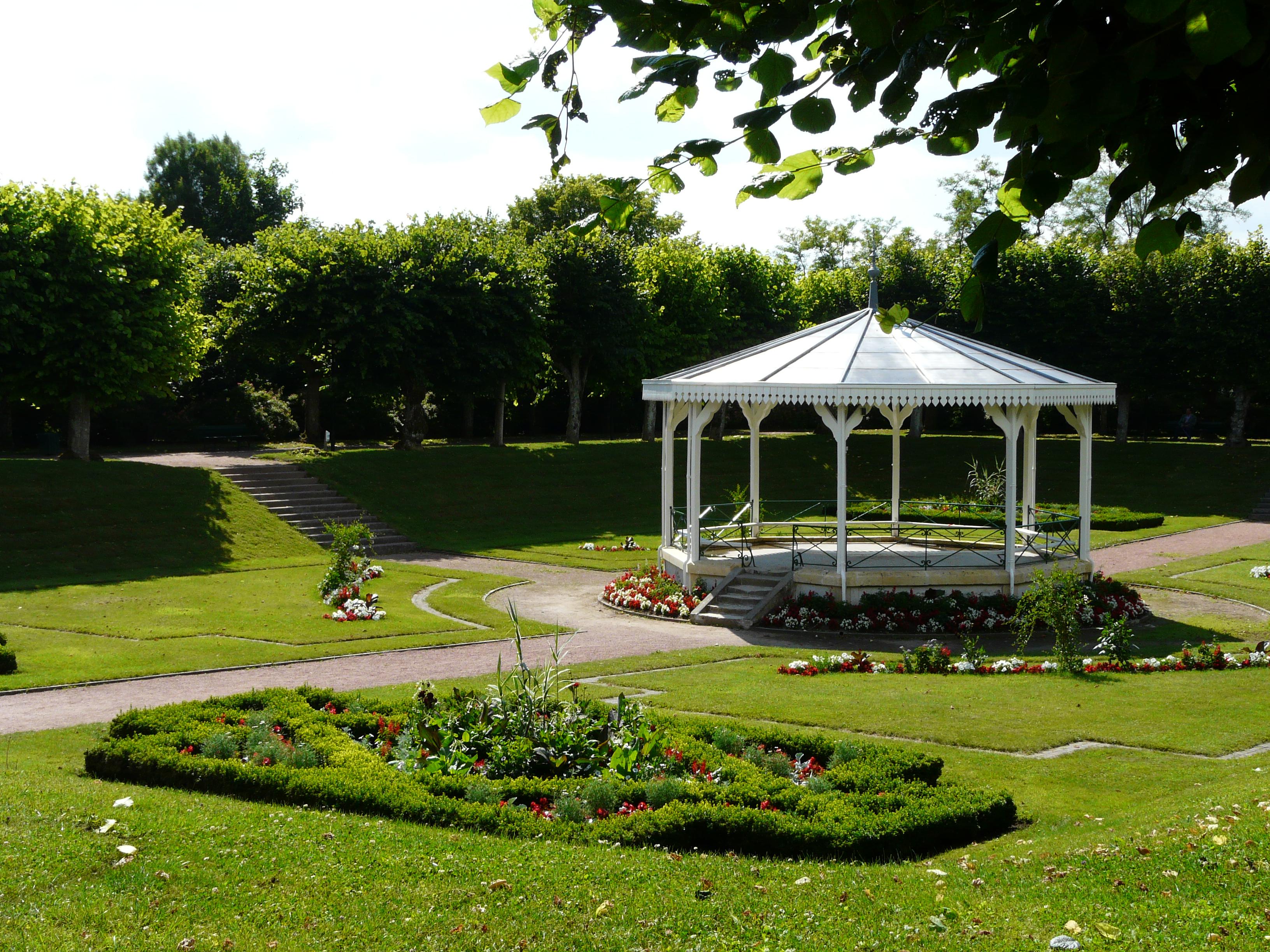 File loudun jardin public jpg wikimedia commons for Jardin public bordeaux