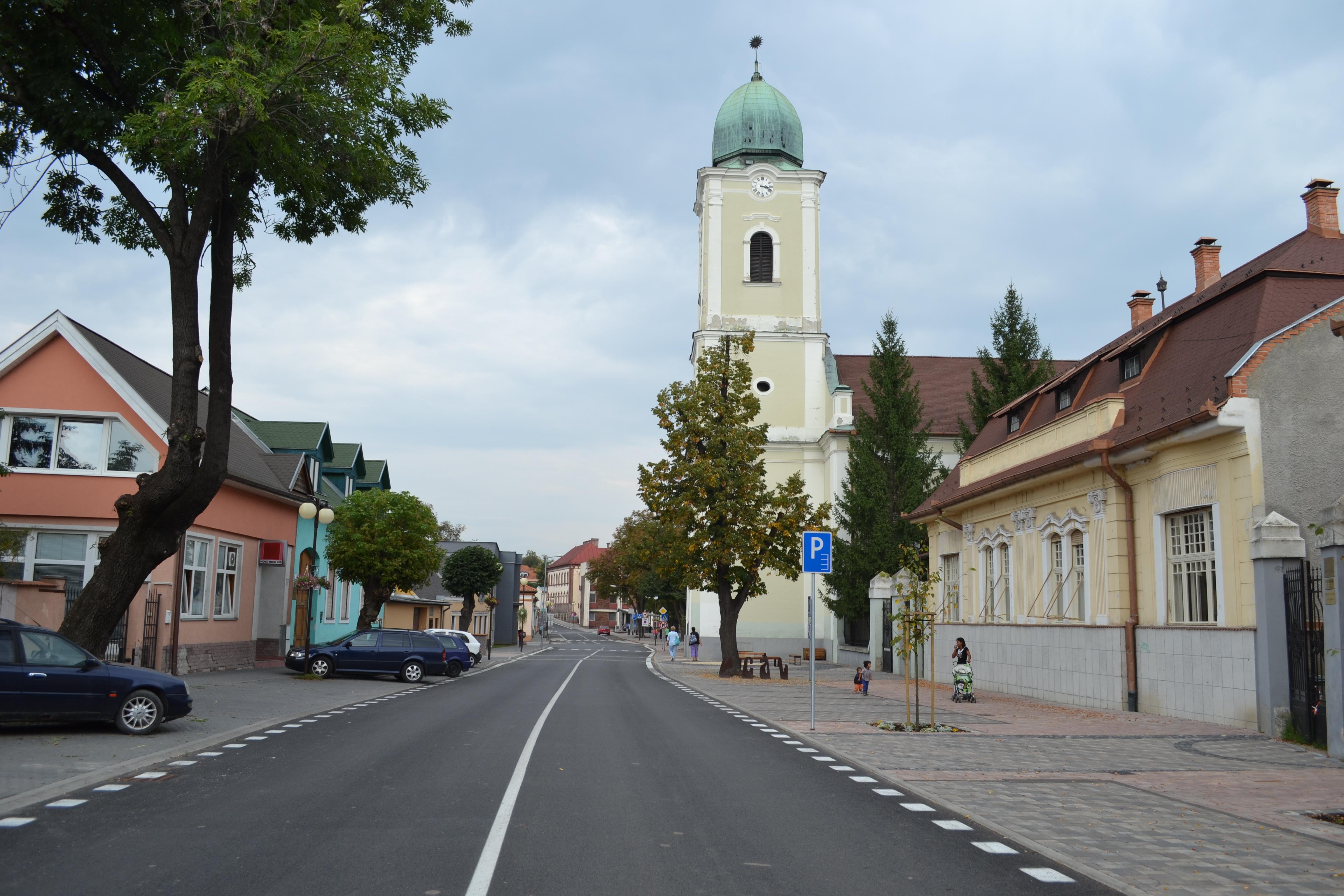 3e75614c6 Súbor:Lučenec - Evanjelický kostol a fara.jpg – Wikipédia
