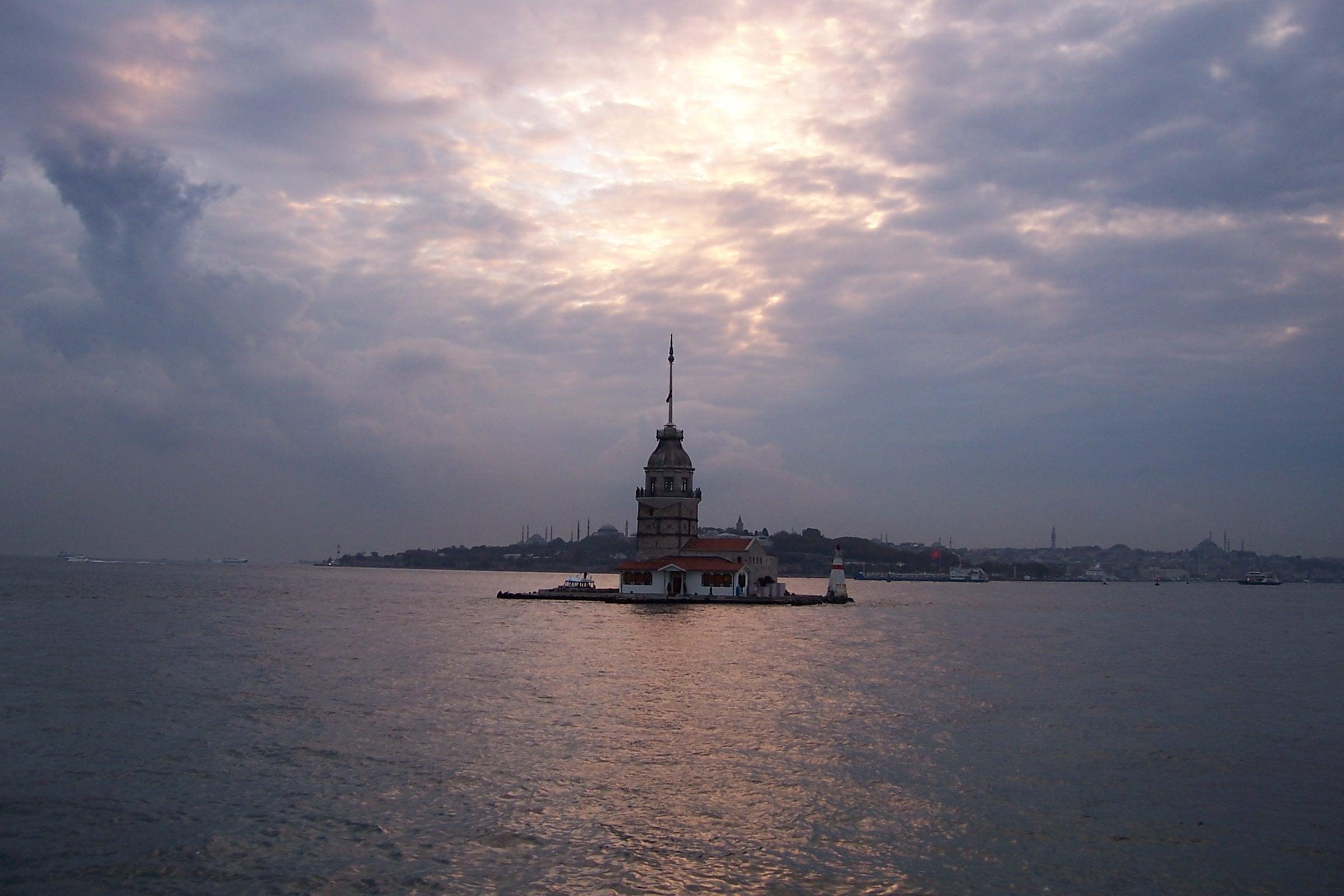 istanbul kız kulesi acil resim lazım..(yardımm)