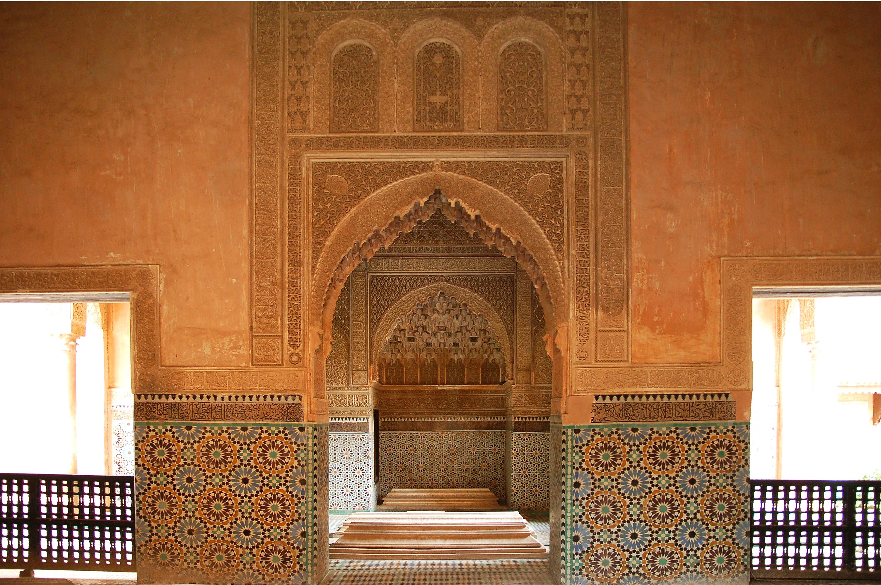 http://upload.wikimedia.org/wikipedia/commons/f/f4/Maroc_Marrakech_Saadiens_Luc_Viatour_2.jpg