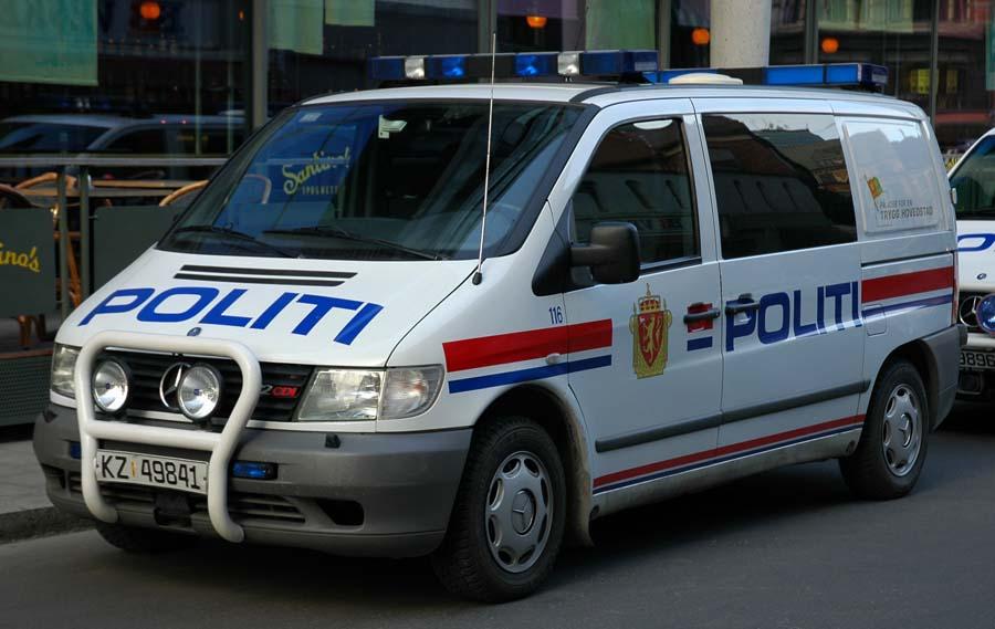 File:Mercedes Benz Vito Oslo Police Van - 2007.04.03.jpg ...