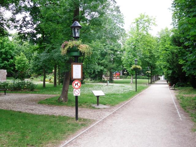 File:Montgeron Parc Lelong.JPG