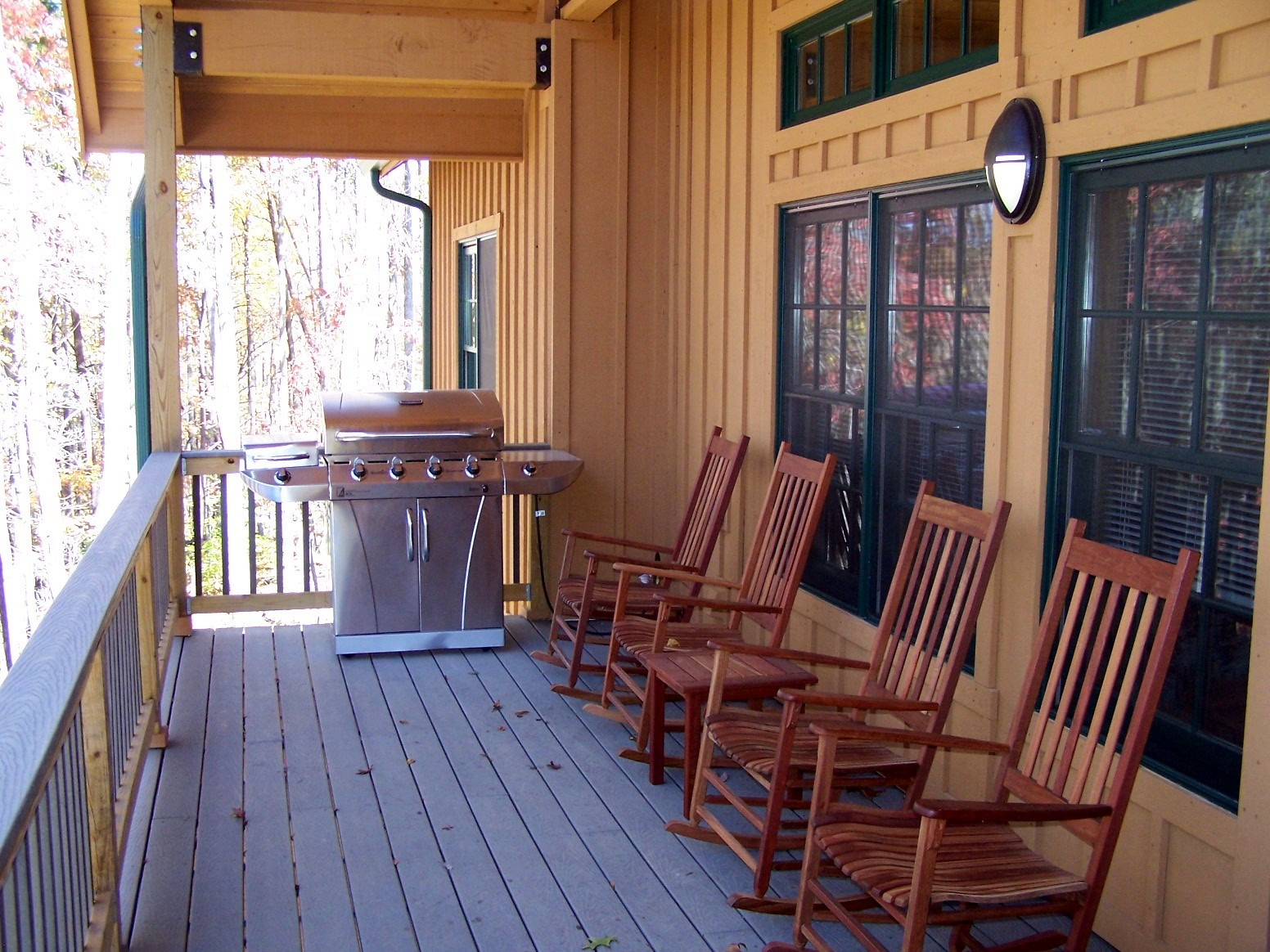 Back Porch Cabin : She hears strange noises from under her porch what