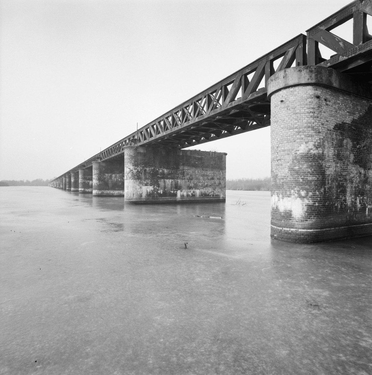 File Overzicht Voormalige Spoorbrug Balkbrug Met