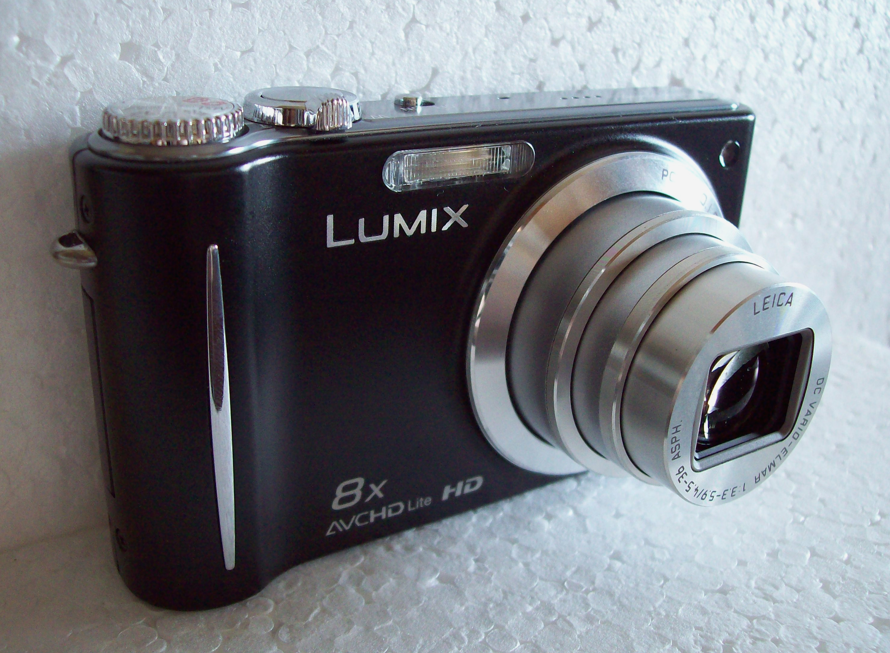 https://upload.wikimedia.org/wikipedia/commons/f/f4/Panasonic_Lumix_DMC-ZX3_camera_01.jpg