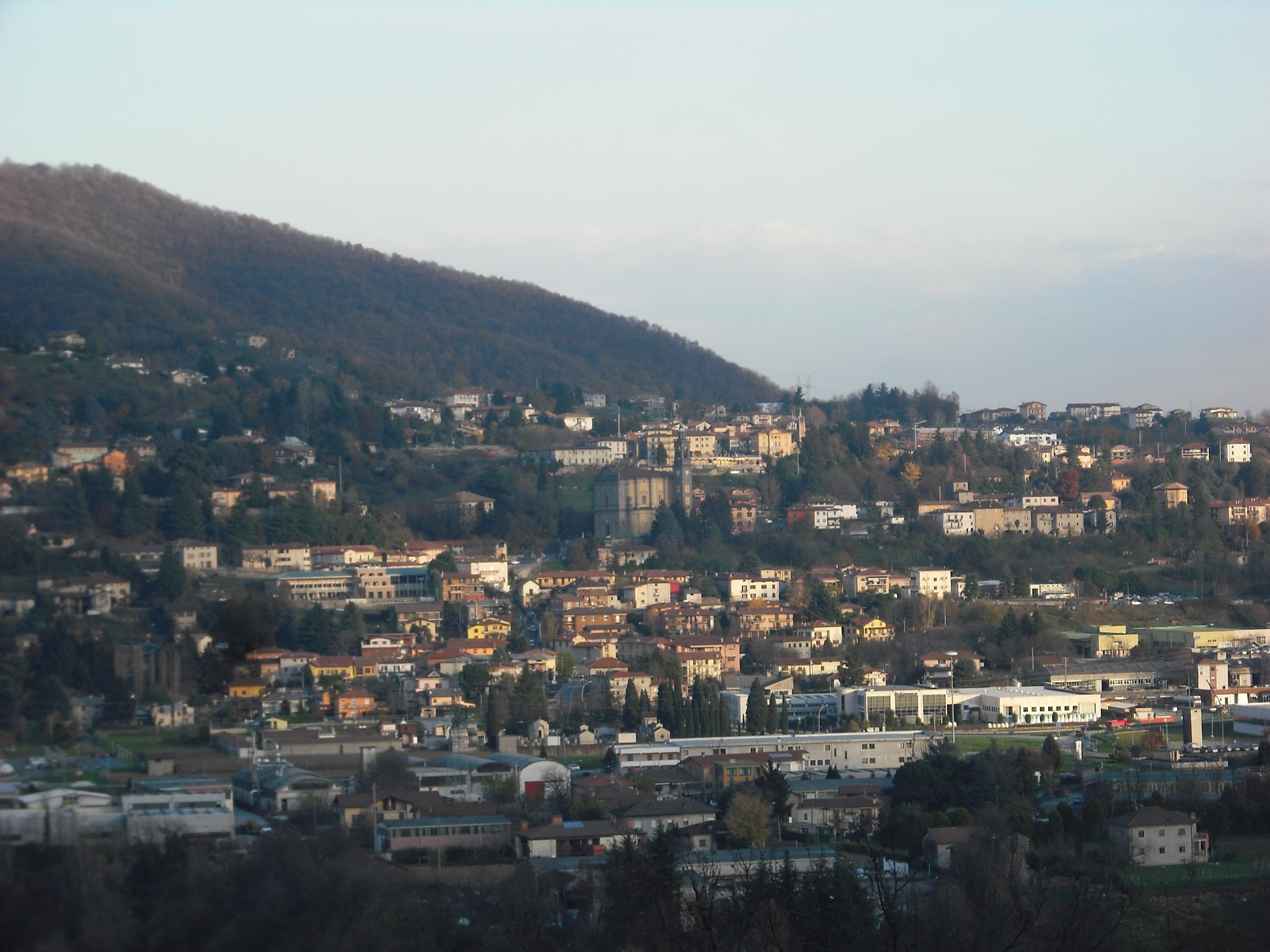 File:Panorama di Villa d\'Adda.jpg - Wikipedia