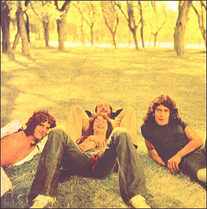 Pescado Rabioso en 1973. Spinetta, David Lebón, Carlos Cutaia (atrás) y Black Amaya.