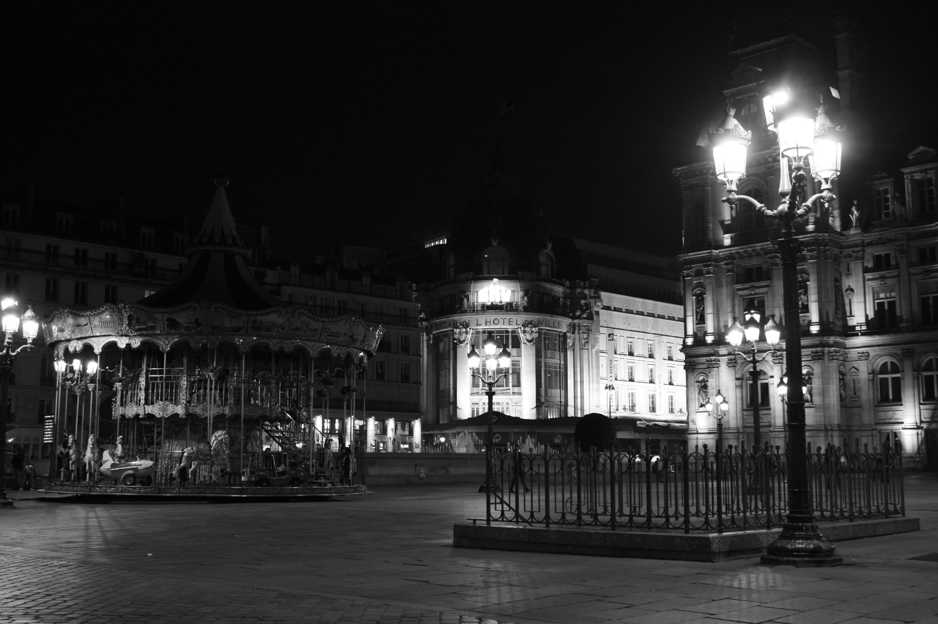 File place de l 39 hotel de ville la wikimedia for Piscine de nuit paris