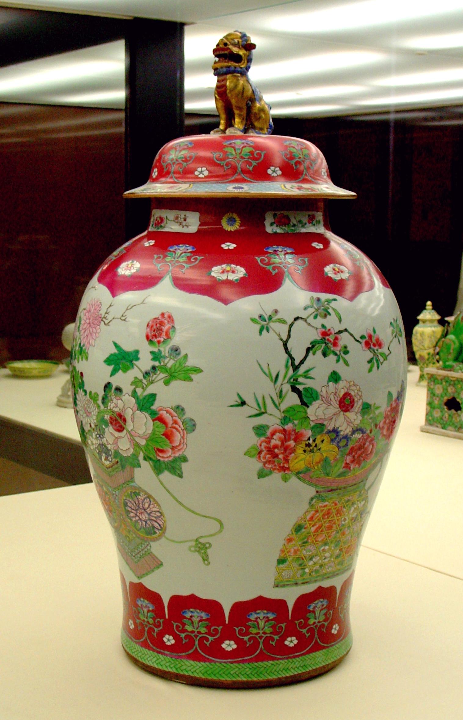 File:Porcelain Qing dynasty - Calouste Gulbenkian museum.
