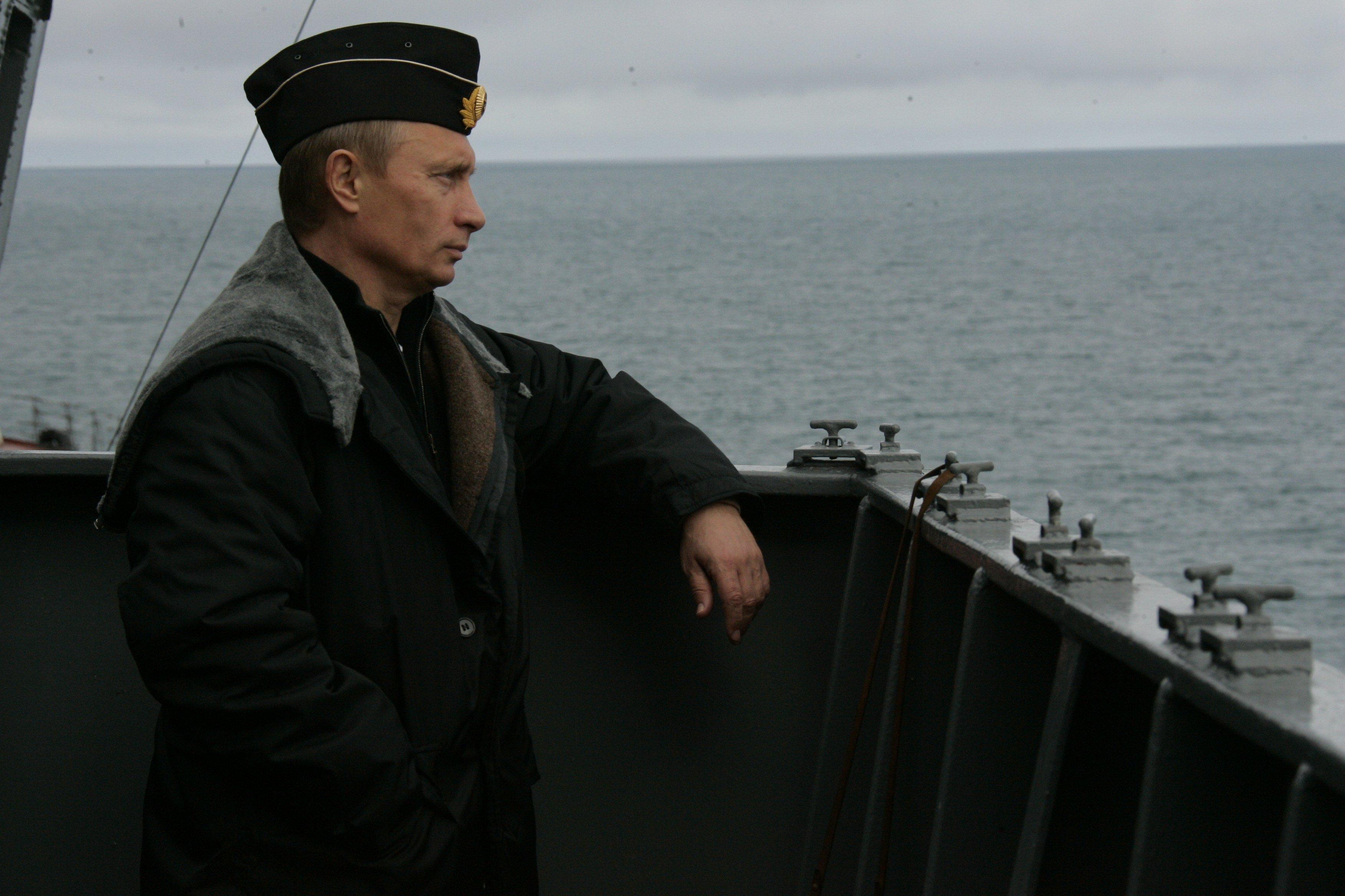 Pyotr Velikiy battlecruiser 4.jpg